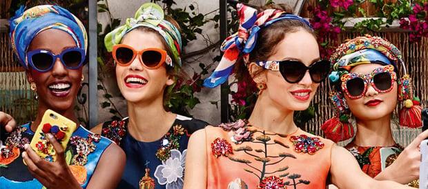 varias mujeres con las gafas Carreto Sicilian de Dolce & Gabbana
